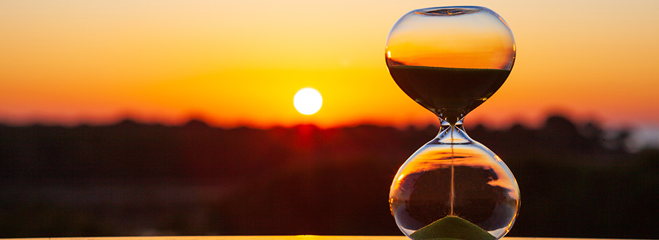 image of hourglass and sunset. How many cbd gummies should i take for anxiety how long last?